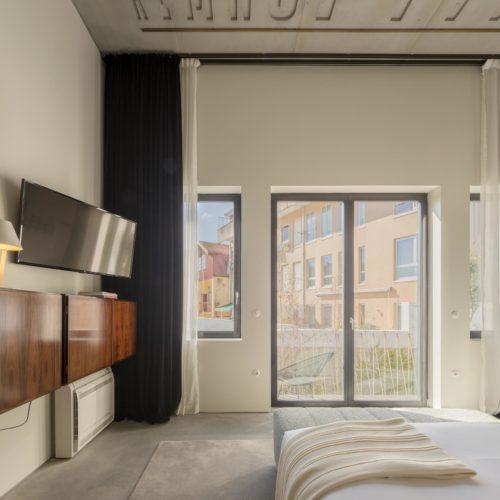 B2 Suite Balcony gallery01